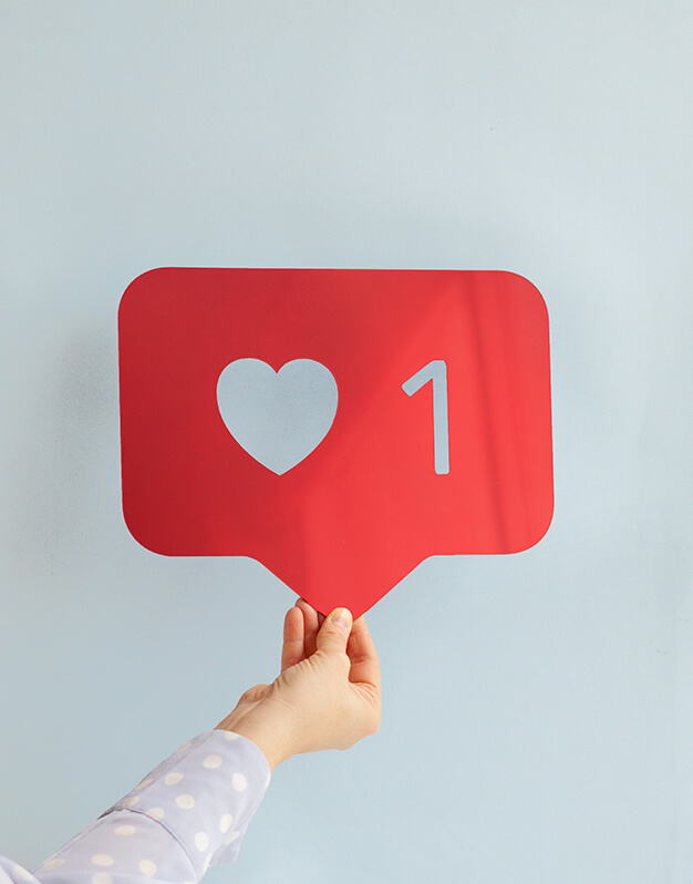 Espejo Like en color rojo, dorado, plateado o mint. Para tu dormitorio, baño o despacho. Un like siempre viene bien ¿no?