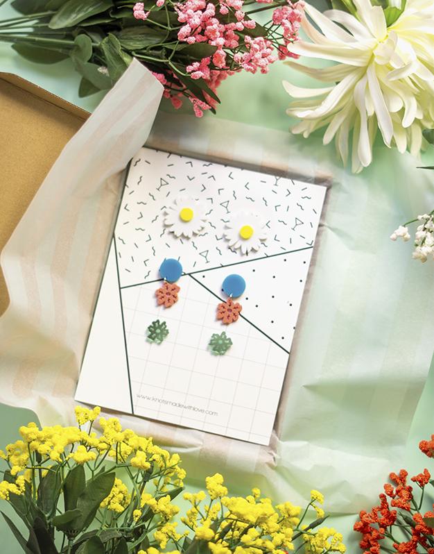Floral obsession box es la cajita sorpresa de pendientes de flores que quieres tener esta primavera. ¡Consíguela en nuestra shop!