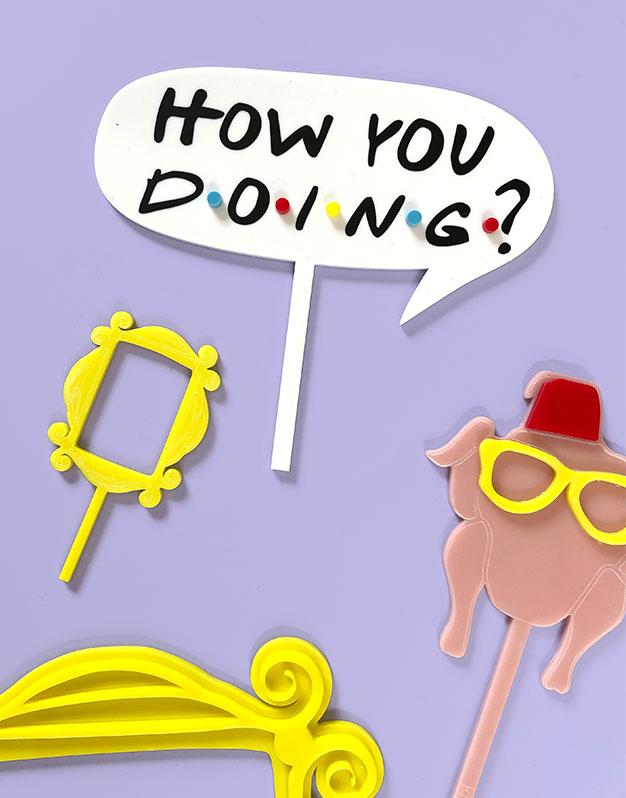 How you doing? Cake topper inspirado Friends para los amantes de las series en la ciudad de Nueva York. ¡Descúbrelo en Knots!