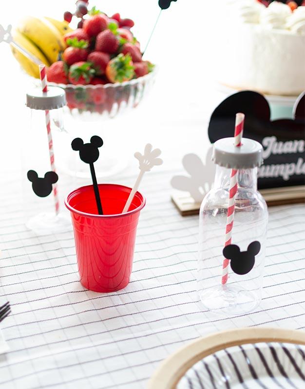 Set 6 Agitadores ratones y manopla no te quedes sin tu colección de ratoncitos para decorar tus bebidas. a todo color ¡Descúbrelo aquí!