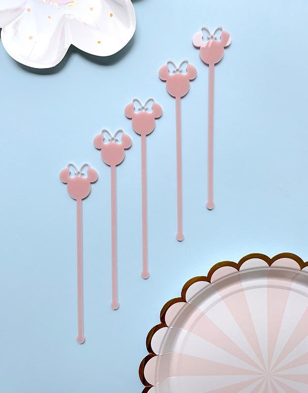 Set 5 Agitadores Ratoncita M. Mouse para personalizar tus cócteles en las fiestas. No te pierdas los detalles originales para regalar que tenemos aquí.