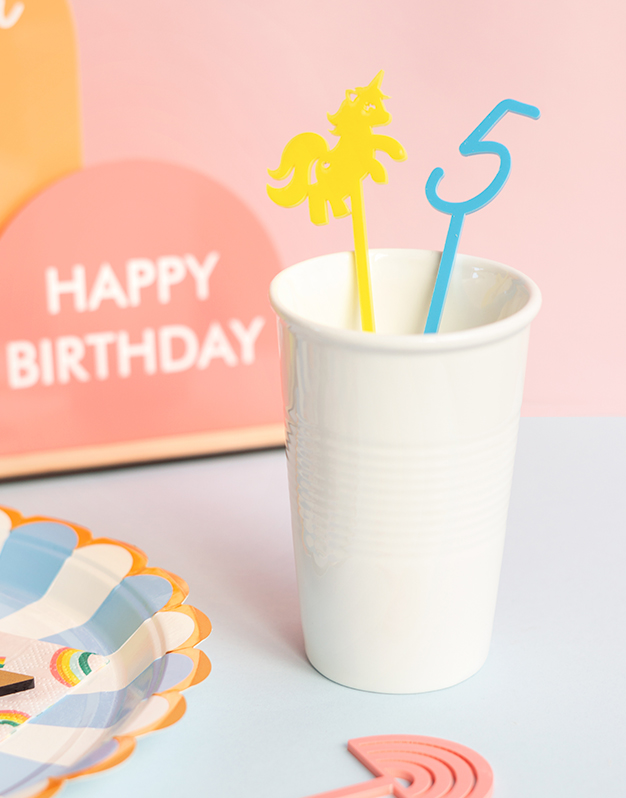 Set Agitadores fiesta Edad y Figura no te quedes sin tu colección de agitadores para decorar tus bebidas a todo color ¡Descúbrelo aquí!