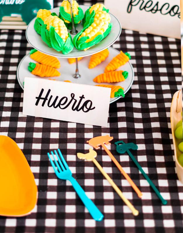Set 6 Agitadores Granja para fiestas con temática de graja, ideal para decorar tus bebidas. a todo color ¡Descúbrelo aquí!