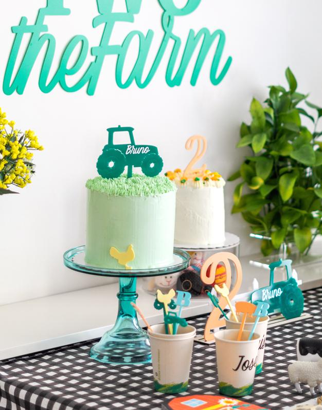 Cake topper Tractor perfecto para tartas temáticas de granja o vehículos. Descubre la selección de colores para personalizarlo.