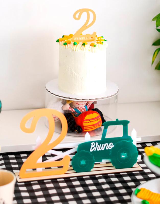 Cartel Granja personalizado triple con base para decorar, elige la edad, e indica en el tractor el nombre del cumpleañero.